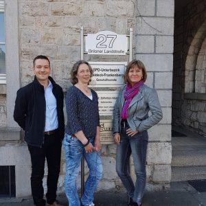 von links: Büroleiter Tim Herbst, Mitarbeiterin Anne Meyer und Bundestagsabgeordnete Esther Dilcher